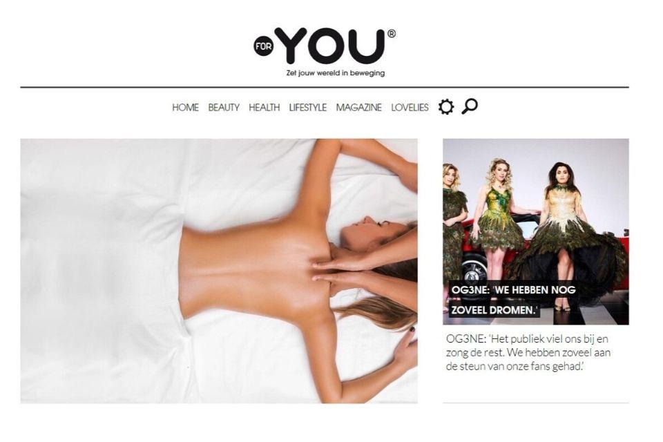 Ellen van den Berg van Massagepraktijk De Spiegeling in een artikel voor For You Magazine