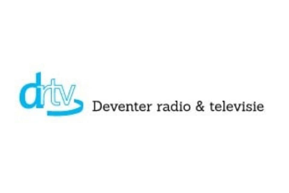 Ellen van den Berg van Massagepraktijk De Spiegeling tijdens een interview bij Deventer RTV